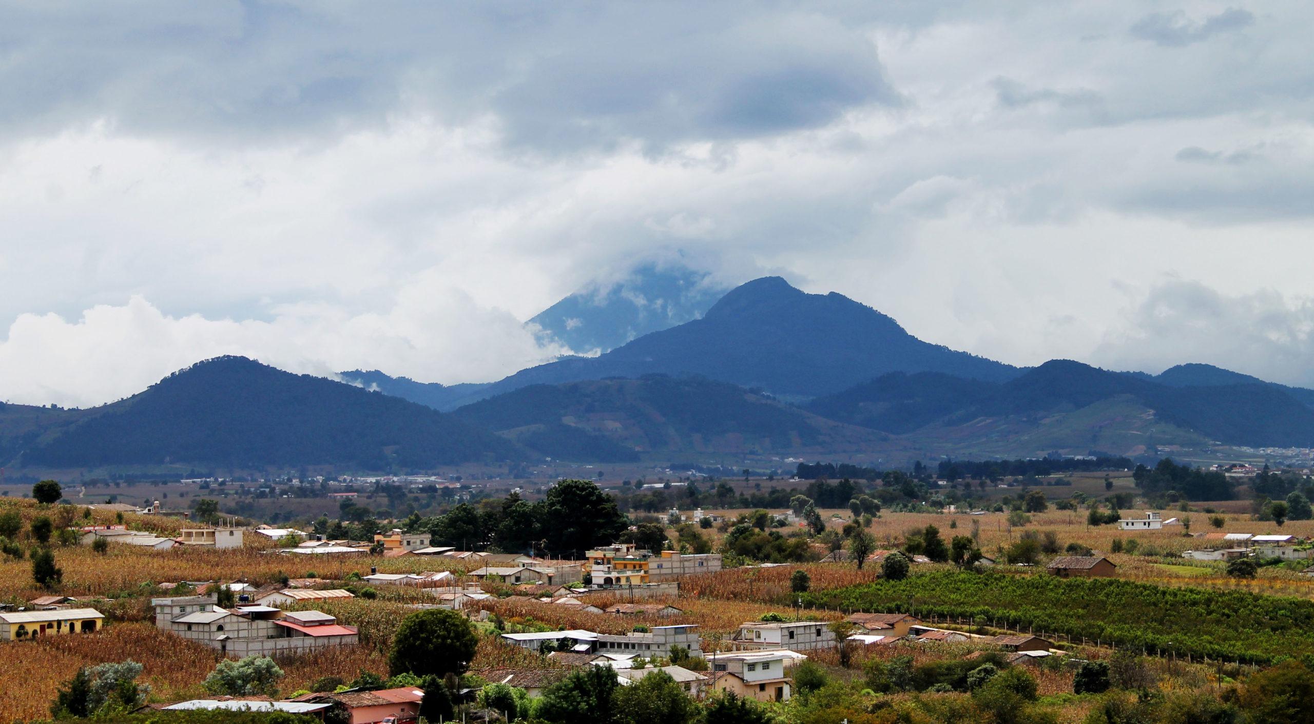 Ante el Estado colonial decimos: la tierra le pertenece a los pueblos